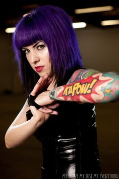 Comic book tattoo and dark violet hair Great Tattoos, Sexy Tattoos, Beautiful Tattoos, Body Art Tattoos, Tattoo Art, Arm Tattoo, Tatoos, Wicked Tattoos, Tattoo Pics