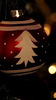 mensagens de natal e frases de natal curtas feitas para quem ama essa epoca magica, confira mais mensagem de natal motivacional e mensagem reflexão no site onde você também encontra ideias criativas de artesanato e decoração para natal. #natal #nataldecoração #artesanato #diy #Christmas #nataldecoração #mensagem #frasesmotivacionais Christmas Bulbs, Holiday Decor, Diy, Home Decor, Paper Towel Rolls, Christmas Phrases, Waterproof Fabric, Places To Visit, Decoration Home