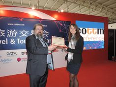 Congratulations to SHOP & TRAVEL IN BELGIUM - 德尚杂志 for winning the golden CTW Award in Media/Internet! Here is Ms. Ludivine with COTRI director Prof. Dr. Wolfgang Georg Arlt.