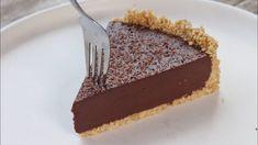 Έχετε δοκιμάσει να κάνετε τάρτα σοκολάτας; Αν δεν βρίσκατε την κατάλληλη συνταγή, μόλις την βρήκατε! Λαχταριστή και έτοιμη να την υλοποιήσετε! Η συνταγή είναι από το κανάλι Pastry Designs Υλικά -200 γρ. πτι μπερ, αλεσμένα -100 γρ. λιωμένο βούτυρο -400 Chocolate Pies, No Bake Desserts, Food To Make, Sweet Tooth, Sweet Treats, Deserts, Oven, Cooking Recipes, Sweets