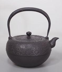 薫山工房 鉄鉢型桜柄鉄瓶/Teppachigata sakura pattern Tetsubin kettle by Kunzan
