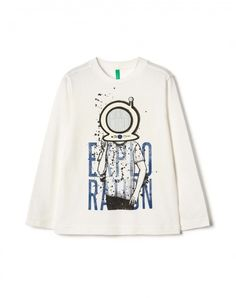 Shop Glow-in-the-dark t-shirt White for TOPS at the official United Colors of Benetton online shop.