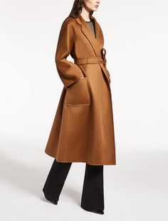 Long brown coat and black flared pants - Max Mara 2017 Max Mara, Cashmere Coat, Camel Coat, Mode Inspiration, Mode Style, Trench Coats, Winter Coat, Autumn Winter Fashion, Outfits