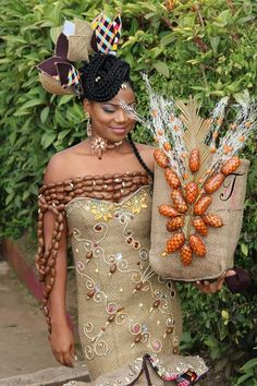 Hello, welcome to Vincis Diary. Today we bring to you New African prints for Brides. African prints are one of the famous clothing materi. Traditional Wedding Attire, African Traditional Wedding, African Traditional Dresses, African Print Fashion, Fashion Prints, African Prints, African Wedding Dress, African Dress, African Beauty