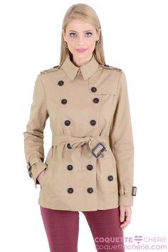 O Trench-coat é uma peça que todas temos que ter. É perfeito para dias chuvosos e de frio. O tom de bege é clássico e fácil de combinar! Ótimo para viagens, pois é leve e confortável. -- Faculdade -- Trabalho -- Viagem