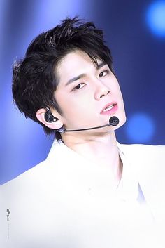 Wanna-One - Ong Seongwoo Ong Seung Woo, Dancing King, Male Eyes, Ha Sungwoon, Fans Cafe, Seong, Korean Beauty, Jinyoung, Jimin