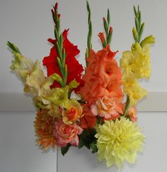 Summer blend of glads, dahlias and roses