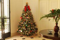 Vanise Parente. Montagem e Desmontagem de árvore de Natal. http://www.clausprime.com.br