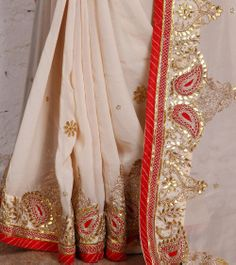 Cream Georgette Saree with Gota Patti.love this combination Lehenga Gown, Red Lehenga, Indian Attire, Indian Wear, Indian Dresses, Indian Outfits, White Anarkali, Pure Georgette Sarees, Saree Jewellery