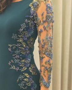 Love the detailing on the sleeves of this dress. Would be gorgeous on a figure skating dress. Ao Dai, Mom Dress, Lace Dress, Evening Dresses, Prom Dresses, Formal Dresses, Hijab Fashion, Fashion Dresses, Moda Indiana