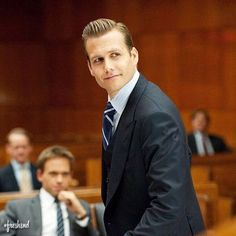 Harvey Specter Haircut, Harvey Specter Suits, Suits Harvey, Serie Suits, Suits Series, Suits Tv Shows, Suits You Sir, Donna Paulsen, Sarah Rafferty