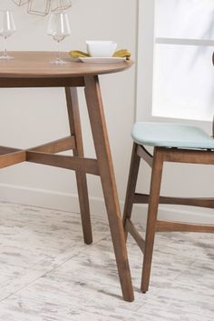 So Cool small kitchen table and chairs you'll love Small Kitchen Tables, Chairs For Small Spaces, Small Space Kitchen, Compact Kitchen, Dining Table In Kitchen, Kitchen 2016, Kitchen Planner, Nice Kitchen, Kitchen Ideas