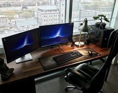 """206 Likes, 5 Comments - Mal - PC Builds and Setups (@pcgaminghub) on Instagram: """"A clean setup. That desk looks so good! By Redditor Falco9805. - - Check out the link in my bio! -…"""""""