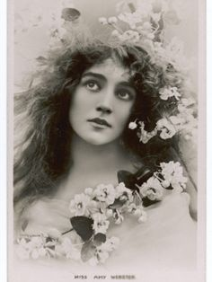 Hahnemuhle PHOTO RAG Fine Art Paper (other products available) - AMY WEBSTER Actress, looking like a Pre-Raphaelite model - Image supplied by Mary Evans Prints Online - Fine Art Print on Paper made in the UK Vintage Photos Women, Antique Photos, Vintage Photographs, Old Photos, Vintage Ladies, Creation Image, Pre Raphaelite, Vintage Beauty, Vintage Style