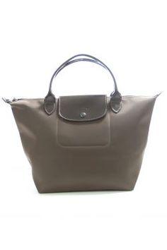 Sac Longchamp marron, modèle pliable, porté main, anses vernies, fermeture zippée on http://secretsdecommode.com/
