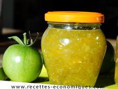 Voici ma petite recette de confiture de tomates vertes à faire avec le thermomix. L'automne est là, les tomates ne murissent plus et il en reste plein des vertes, voici une recette super économique et avec un goût top!! La recette est simple, l'idéal est de s'y prendre la veille ou le matin pour le … Thermomix Desserts, Flan, Entrees, Mason Jars, Honey, Voici, Cooking, Simple, Chutneys