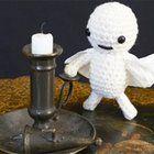 Halloween craft idea: Crochet a mini ghost decoration