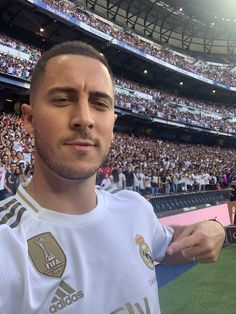 Real Madrid Football Club, Football Is Life, Football Boys, Eden Hazard, Real Madrid Manchester United, Equipe Real Madrid, Madrid Wallpaper, Barcelona Soccer, Fc Barcelona