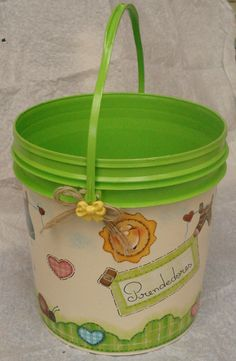 Kids Crafts, Tin Can Crafts, Home Crafts, Painted Trash Cans, Paint Cans, Tin Can Art, Aluminum Crafts, Painted Flower Pots, Decoupage