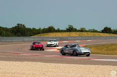 #Ferrari #275 et #250 sur la piste de #Dijon_Prenois au #GPAO Article original : http://newsdanciennes.com/2015/06/07/news-danciennes-au-grand-prix-de-lage-dor/ #Racecar #VintageCar #ClassicCar