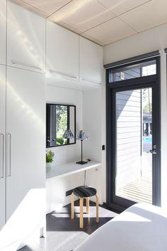 Itselle suunniteltu Harmaja - Kannustalo Home Office, Divider, Cottage, Interior Design, Room, Furniture, Home Decor, Nest Design, Bedroom