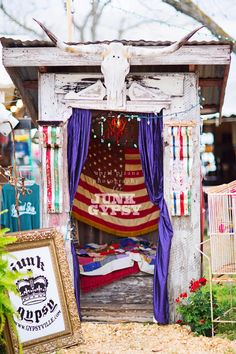 the junk gypsy outhouse turned photobooth for junk-o-rama prom! april pizana photography