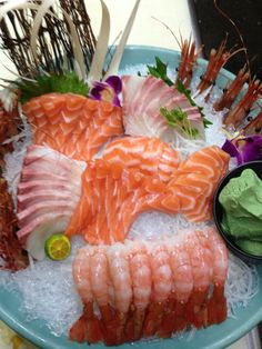 Sushi Burger, Sushi Lunch, My Sushi, Sushi Party, Sushi Love, Sashimi Sushi, Salmon Sashimi, Japanese Food, Japanese Desserts