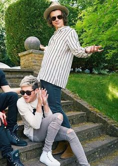 Shared by Brazilian Girl. Find images and videos about love, one direction and niall horan on We Heart It - the app to get lost in what you love. One Direction Harry, One Direction Humor, One Direction Pictures, Niall Und Harry, Harry Harry, Larry, One Direction Wallpaper, Mr Style, Style Icons