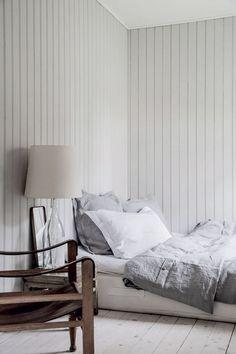 Hjemme hos Othillia Thalund: Her er mit sommerhus Home Bedroom, Bedroom Decor, Dark Blue Bedrooms, Summer House Interiors, Gravity Home, Margiela, Dream Decor, Interior Design, Ikea