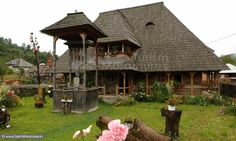 Wooden house from Botiza, Maramureș, Romania Vernacular Architecture, Wooden House, Traditional House, Old Houses, Buildings, Places To Visit, Europe, House Styles, Houses