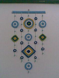 This Pin was discovered by mav Crochet Garland, Crochet Curtains, Crochet Decoration, Crochet Home Decor, Crochet Art, Crochet Gifts, Crochet Motif, Crochet Flowers, Crochet Toys