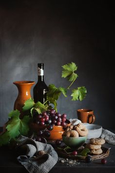 Pagina 8 di 21 - Food Nature and Photography in 2020 Dark Food Photography, Still Life Photography, Deep Autumn Color Palette, Still Frame, Still Life Fruit, Still Life Photos, Delicious Fruit, Conceptual Art, Harvest Grill