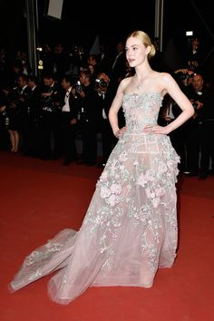 Elle-Fanning-Cannes-Film-Festival-2016-Red-Carpet-Fashion-Chanel-Zuhair-Murad-Couture-Tom-Lorenzo-Site (8)