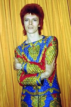 "David poses for a photo as Ziggy Stardust. Glamorous and striking, he once said of his iconic creation: ""Off stage, I'm a robot. On stage, I achieve emotion. It's probably why I prefer dressing up as Ziggy to being David. Glam Rock, Michel Delpech, Different Colored Eyes, David Bowie Ziggy, David Bowie Eyes, Mick Ronson, The Thin White Duke, Major Tom, Ziggy Stardust"