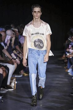 Icosae Fashion Show Menswear Spring Summer 2018 Collection Queer Fashion, Nyc Fashion, Hipster Fashion, Live Fashion, Mens Fashion, Mens Style Guide, Raining Men, Well Dressed Men, All About Fashion