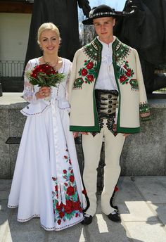Klemens Murańka z żoną Ukraine, Traditional Wedding, Traditional Dresses, Polish Embroidery, Polish Clothing, Polish Wedding, Polish Folk Art, Mode Costume, Costumes Around The World