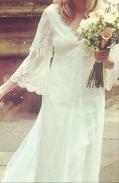 Vintage chic lace for a relaxed bohemian wedding. its the bouquet I love.