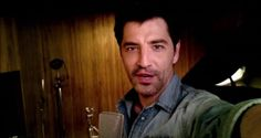 Ο Σάκης Ρουβάς στο πιο ερωτικo selfie video μας λέει «Σε πεθύμησα πολύ...»