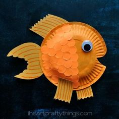LIFE PRODUCTS: Paper Plate Fish Crafts for Kids Effective pictures we are about home decor 2019 to offer A quality picture can tell you many things. Paper Plate Fish, Paper Plate Art, Paper Plate Crafts, Paper Plates, Toddler Crafts, Preschool Crafts, Crafts For Kids, Arts And Crafts, Preschool Christmas