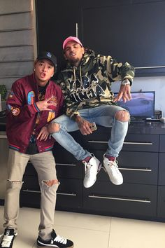 👑 the style 😻😻😻✌️ X ripped Chris Brown X, Chris Brown And Royalty, Chris Brown Style, Breezy Chris Brown, Chris Brown Fashion, Dope Fashion, Fashion Killa, Urban Fashion, Mens Fashion