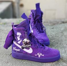 Ooh I got to have that purple high sneakers. Purple Love, All Things Purple, Shades Of Purple, Pink Purple, Purple Stuff, Prince Shoes, Purple Boots, Prince Purple Rain, Baby Prince