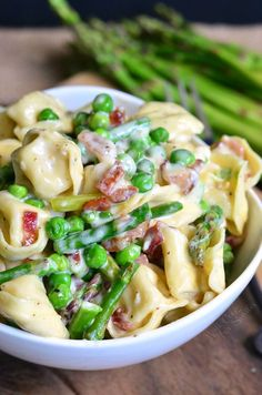 Creamy Spring Tortellini with Peas Asparagus and Bacon (use regular pasta instead of tortellini if preferred) Cheese Tortellini Recipes, Pasta Salad With Tortellini, Pasta Recipes, Cooking Recipes, Recipes With Tortellini Noodles, Asparagus Bacon, Asparagus Pasta, Asparagus Recipe, Recipes With Asparagus