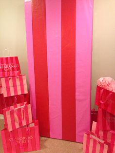 Victoria's Secret backdrop for a photo booth! 13th Birthday Parties, Pink Birthday, Birthday Ideas, Pink Parties, Slumber Parties, Sleepover, Lingere Party, Victoria Secret Party, Pink Sweet 16