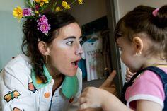 I Dottor Sogni, attraverso l'ascolto, il gioco  e il sorriso, aiutano i bambini in  ospedale  e le loro famiglie ad affrontare la difficile  prova del ricovero. http://www.theodora.it/