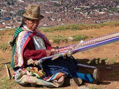 Quechua belt loom weaver. Cusco, Perú. John Farnsworth