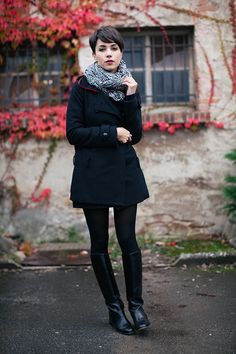 pixie, boots, gorgeous coat, neutrals, printed scaves-what more could you ask for! Je  t'aime etpourquoispascoline