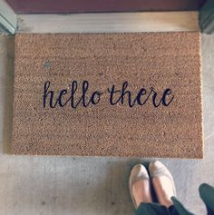 When planning on moving to Georgia, I knew I had a whole new adventure to DIY. How exciting is that?! I can plan crafts on Pinterest all day long if you let me but one of my favorite plans was a ne…
