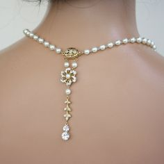 Hey, I found this really awesome Etsy listing at http://www.etsy.com/listing/74460330/pearl-bridal-necklace-gold-wedding