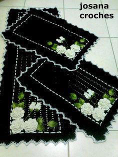 jogo de cozinha 3 peças preto com flores brancas  passadeira 1,30x45 cm  2 tapetes com 60x45 cm