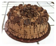 Reese's Cake Reeses Cake, Cupcake Cakes, Cupcakes, Banoffee, Sweet Desserts, Cake Decorating, Wedding Cakes, Berries, Food And Drink
